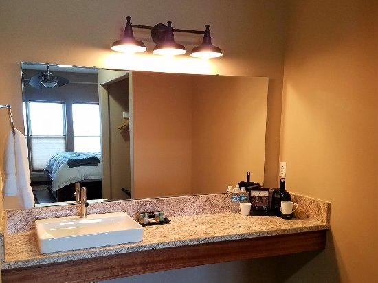 Zillah, WA: Each bathroom area features a spacious vanity with luxury toiletries and Nespresso coffee setup.