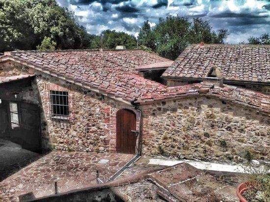 Monticiano, Italia: antico borgo diviso in diversi poderi, completamente ristrutturato