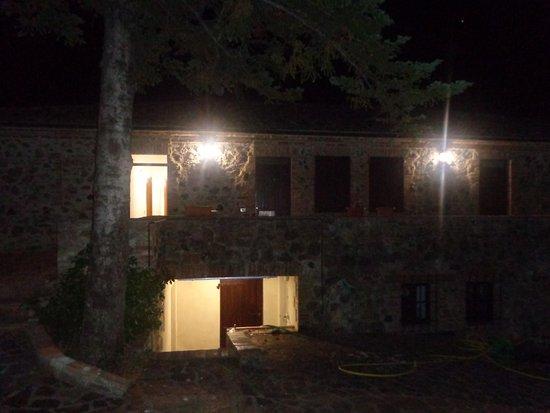 Monticiano, Itália: ingresso camere con visione notturna