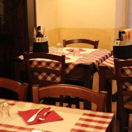Bosio, Italy: interno saletta vineria