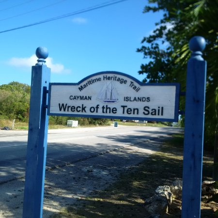East End, Grand Cayman: Arriving
