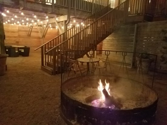 Lonesome Dove Western Bistro: Nice fire pit out back.
