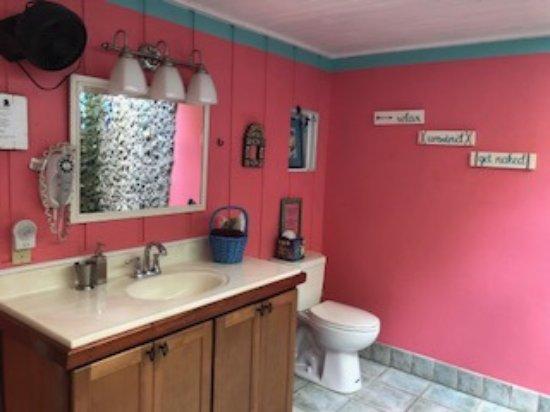 Garden by the Sea B&B: Wild Ginger Bathroom