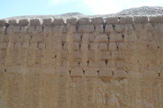 Chan Chan: paredes de adobe com sinais de erosão