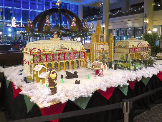 Sheraton New Orleans Main Lobby Holiday Decorations Picture Of