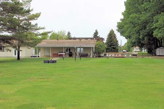 Indian Head, Canada: Club House and Deck plus B-B-Q area