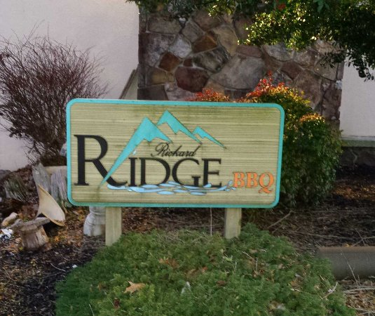 Caryville, TN: Rickard Ridge BBQ Entrance Sign