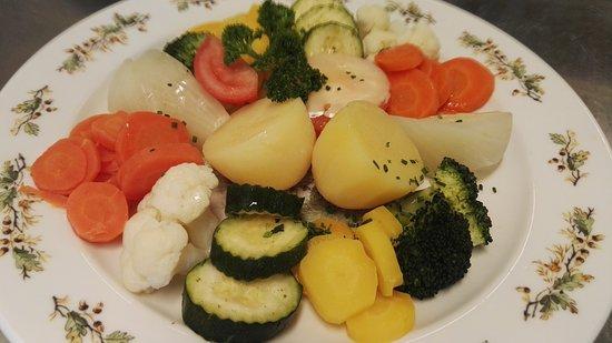 Oberiberg, Switzerland: Gemüseteller mit Kartoffeln.