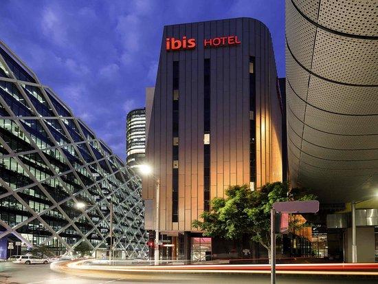 Ibis Sydney King Street Wharf: Exterior