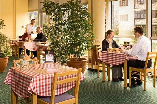 Foto de ibis archamps porte de geneve archamps guest for Porte 12 restaurant