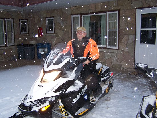 Eagle River, Висконсин: Snowmobiling - Park right outside of your room