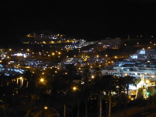 Iberostar Las Dalias: Costa Adeje bei Nacht vom Flur aus der oberen Etage
