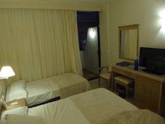 Iberostar Las Dalias: Teil des Zimmers und Zimmereinrichtung