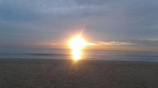 Gonsua Beach: Same sunset on 7th February