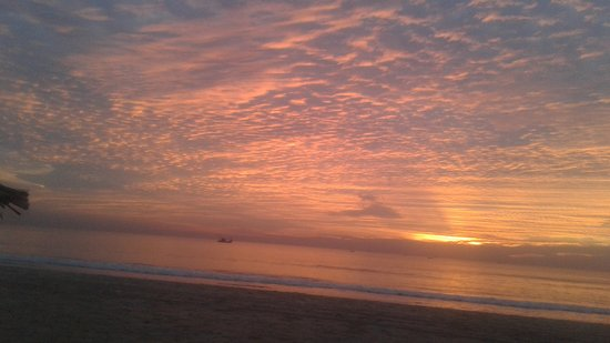 Gonsua Beach: More of the sunset on 7th February