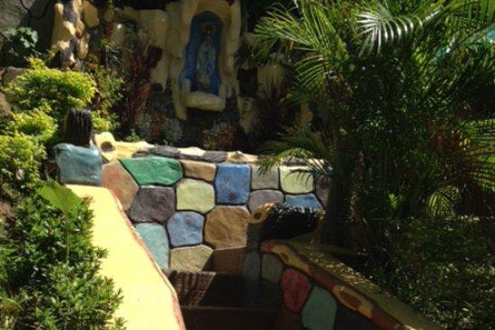 Tanauan City, Filipinas: Stairways to Poolside