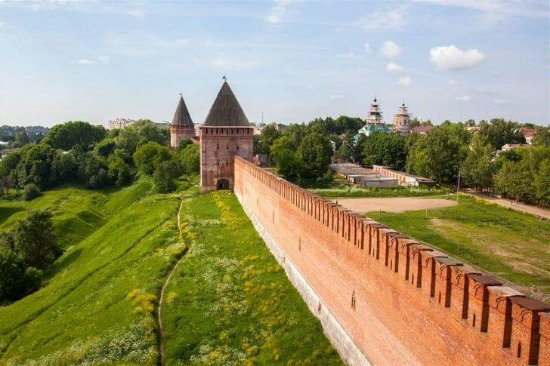 Smolensk, Russie : Великая крепостная стена, столько раз спасавшая город от вражеских захватчиков.