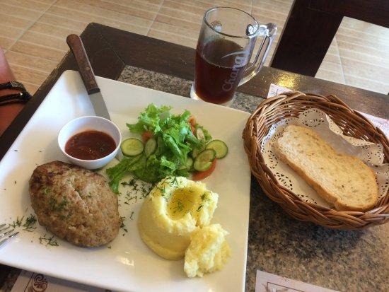 Veranda: пюре с котлетой, оооочень вкусно приготовлено!!!