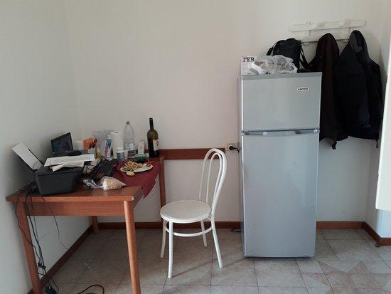 Residence Auriga: Piccolo spazio con tavolo per pranzo o per lavoro