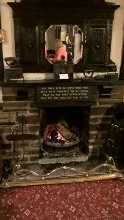 Cornishman Inn Tintagel: Lovely fireplace in the bar