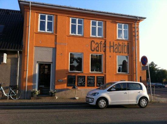 Jyderup, Denmark: Caféen set fra gaden