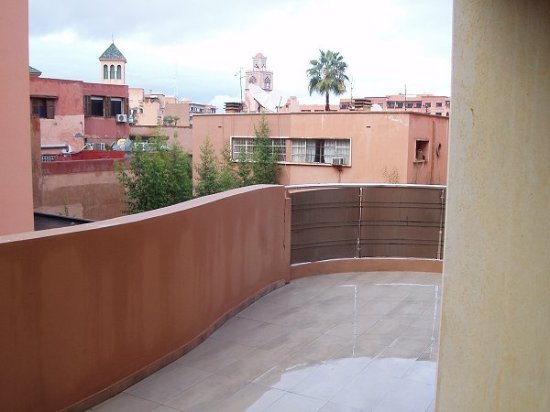 Dellarosa Hotel Suites & Spa: Balcony curves right round the apartment/room