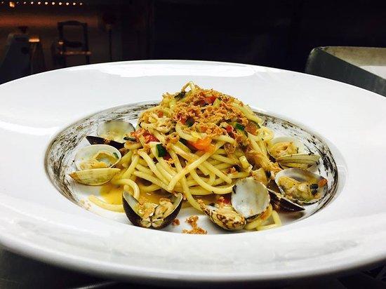 Santa Maria di Licodia, İtalya: Spaghetti alle vongole con bottarga di tonno e zucchine