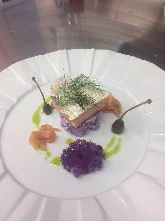 Llangattock, UK: Hot smoked Salmon and potato salad