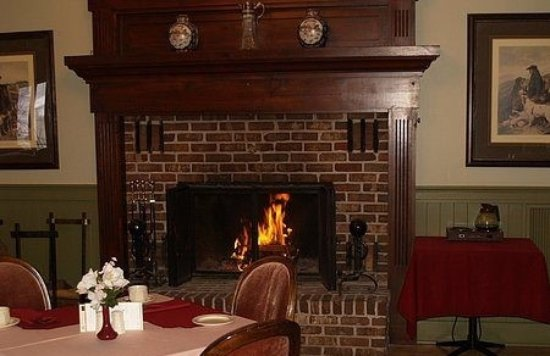 Pictou, Canada: fireplace in dinning room