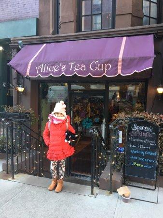 Alice's Tea Cup : quaint entrance