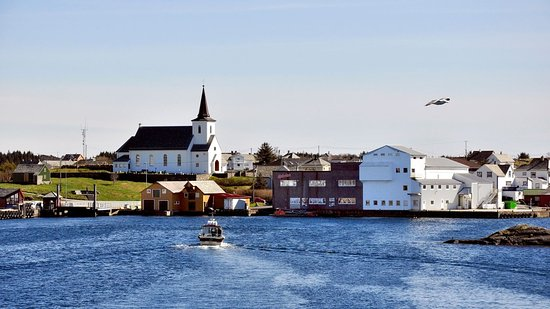 Fedje Municipality, Noruega: Entering the main harbour in Fedje