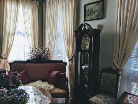 HH Whitney House on the Historic Esplanade: Front parlor, shared space