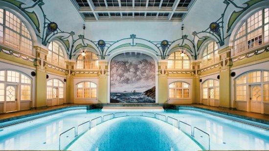 Gothenburg, Sweden: Ägget - Hagabadets största pool och är döpt efter den djupa delen i mosaik som är format som ett