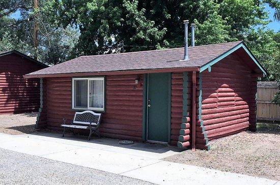Buffalo, WY: King Deluxe Log Cabin, No Pets