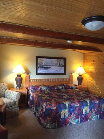 Buffalo, WY: King Deluxe Log Cabin No Pets
