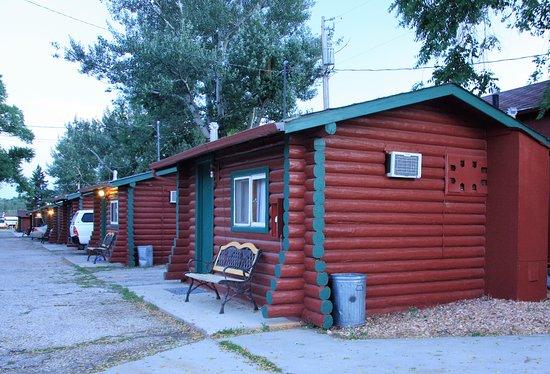 Buffalo, WY: Single Queen Log Cabins