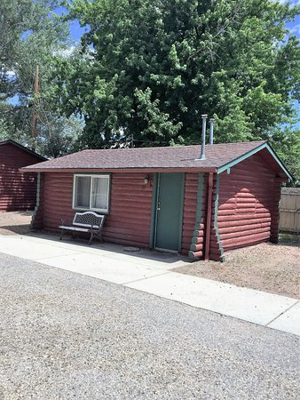 Buffalo, WY: King Deluxe Log Cabin, No Pet