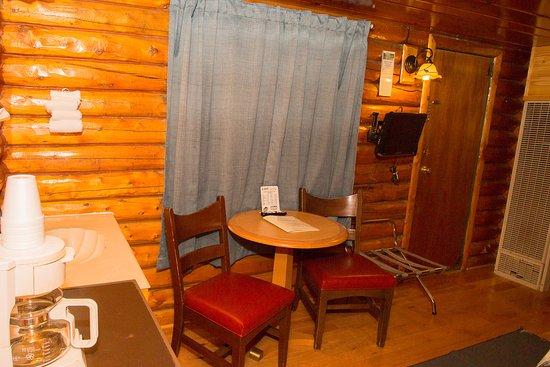 Z-Bar Motel: Queen Log Cabin Pet Friendly