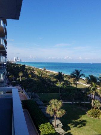 Surfside, FL: Corner room. 6th floor