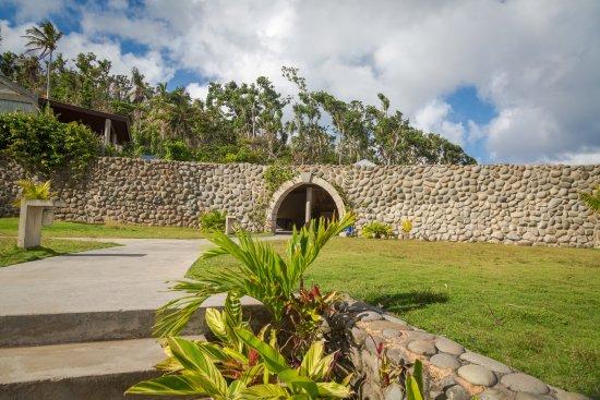 Marigot, Dominica: Walkway to restaurant - post Hurricane Maria
