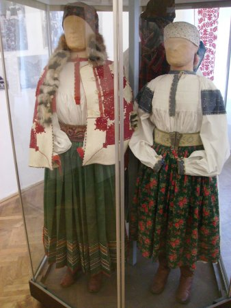 Young married women costumes in the museum (Rimetea)