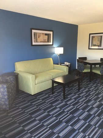 Oxford, NC: King Suite