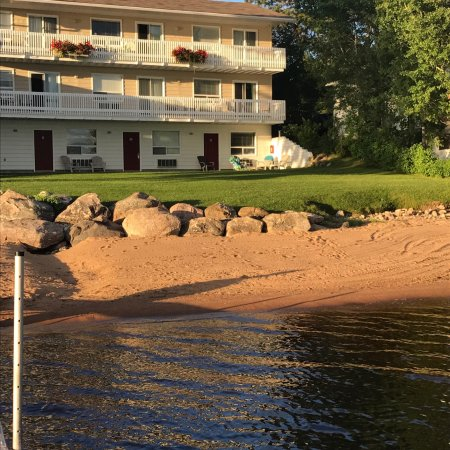 Sands on Golden Lake: Beautiful hotel.  Very clean and up to date. Scenery was great.  Rooms very nicely decorated!  N