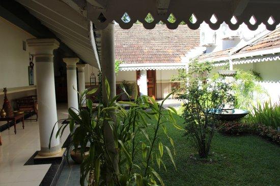 Manor House Kandy: Le patio
