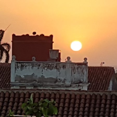 Ananda Hotel Boutique : Breakfast, sunset from the roof and view of the rooftop sunbathing area.