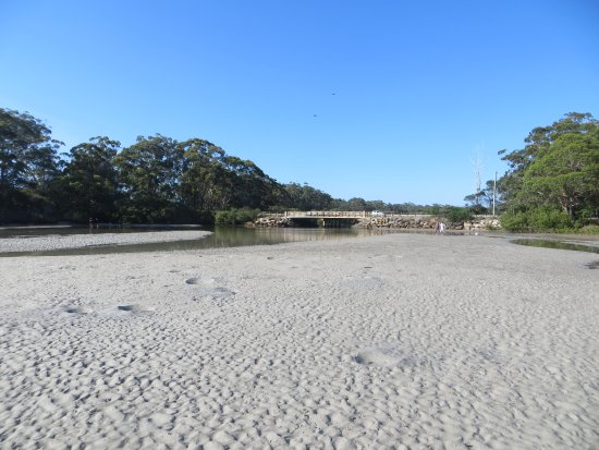 Huskisson, Austrália: Low Tide and you can jump off the bridge at high tide