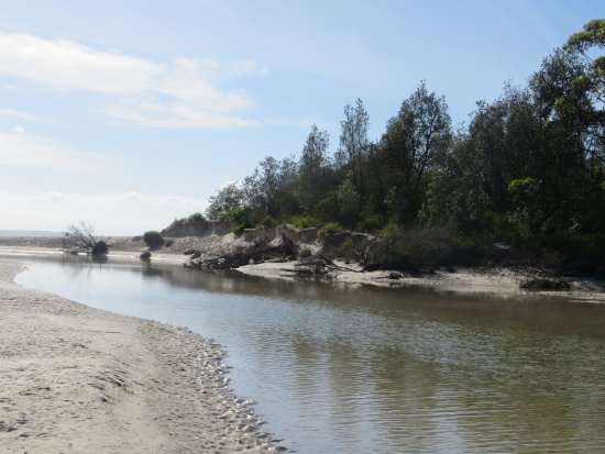 Huskisson, Austrália: The Moona Moona creek inlet from the ocean
