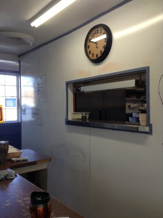 Bob And Earls Cafe Hiway 12: Breakfast time, serving window into kitchen