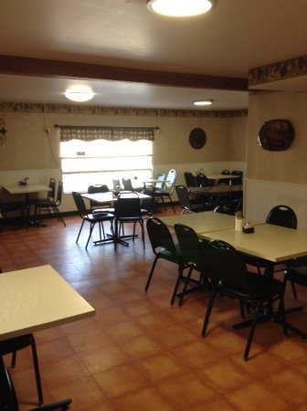 Bob And Earls Cafe Hiway 12: Large room in back for bigger parties, or overflow
