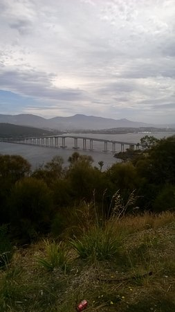 Lindisfarne, أستراليا: View of Tasman Bridge